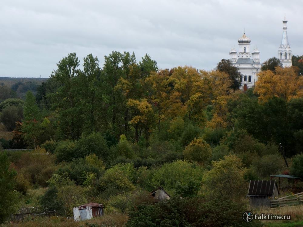 Вид на Александровскую церковь