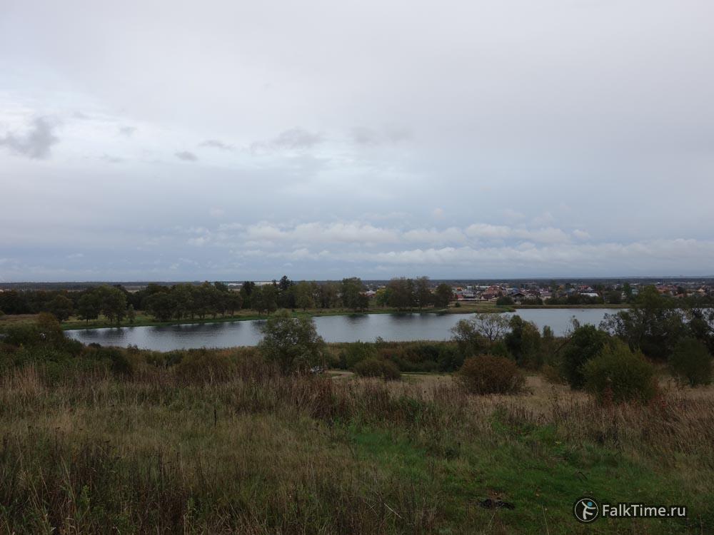 Вид на пруд Лугового парка