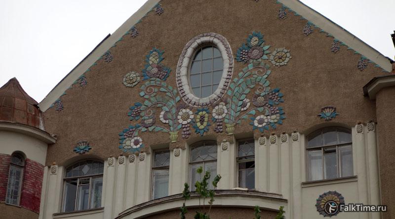 Майолика на доходном доме Захаровых